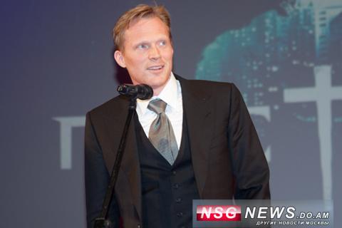 Пол Беттани в Москве, NSG News, 2011, Премьера Пастырь, 26 апреля